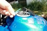 Der Gummikleber soll unter Druck trocknen und nach ein paar Stunden ist alles wieder dicht!