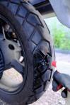 5. Finaler Lecktest mit Seifenwasser: Der einvulkanisierte Mushroom-Plug ist lufddicht mit dem Reifen verschweißt. Jetzt noch das Überschüssige Gummi bündig abschneiden, aufpumpen, weiterfahren!