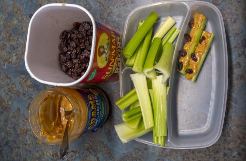 Sellerie mit Erdnussbutter