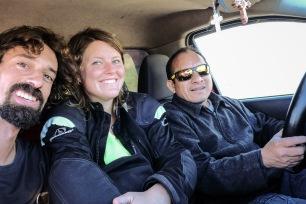 Die drei Musketiere trotzen dem Sturm gesellig im Auto...