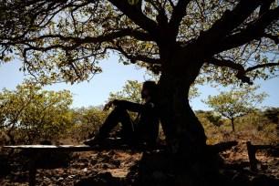 Nach den Strapazen brauchen wir eine Verschnaufpause im Schatten eines Baumes.