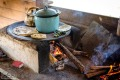 Ein traditionelles Holzfeuer verleiht jedem Gericht eine besondere Note.