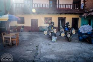 Hostel Estrellita in Cusco ist beliebt bei Motorradfahrern, weil es einen großen Innenhof zum Parken hat. Außer uns ist allerdings nur noch ein Kanadier mit Moped hier.