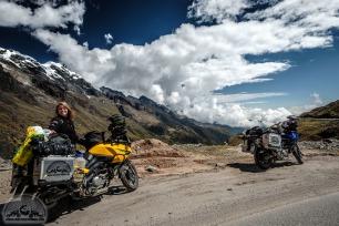 Die Fahrt von Cusco nach Santa Teresa führt durch atemberaubende Landschaft.