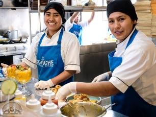 Ein eingespieltes Team: Die beiden Starköchinnen der Kalten Küche arbeiten Hand in Hand.
