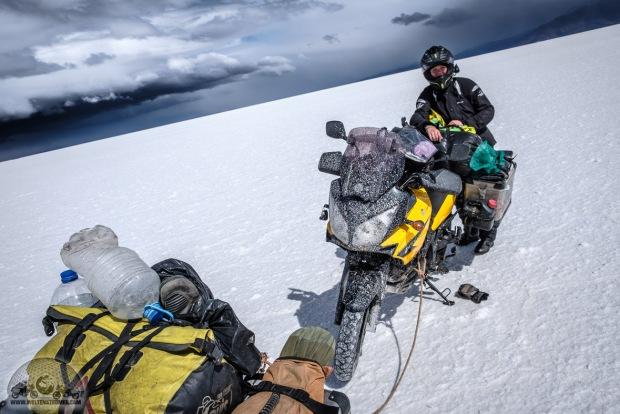 Bolivien, DL650, Felicitas, Motorradweltreise, Regen, Salar de Uyuni, Salzsee, Schnee, Sena 10c, Shoei, Stadler, TKC70, Touratech, Unwetter, V-Strom_DSCF1545_1180