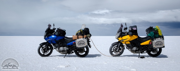 Bolivien, DL650, Motorrad abschleppen, Motorradweltreise, Salar de Uyuni, Salzsee, Sena 10c, Shoei, Stadler, TKC70, Touratech, V-Strom_DSCF1539_1180