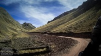 Unser Weg führt uns geschwungene Pfade durch die Berge - kein Problem für die V-Stroms.